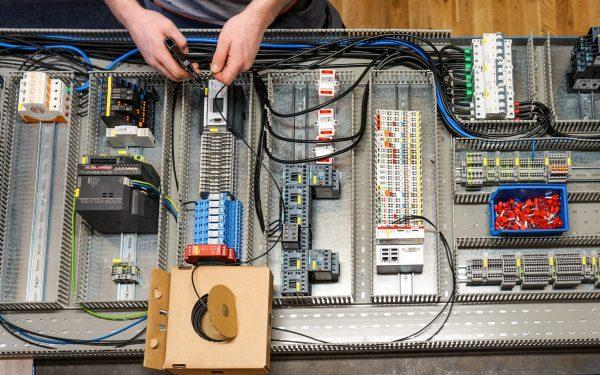 Schaltschrank Zusammenbau WWS Steuerungstechnik Elektronik