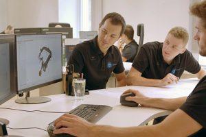 Draftman teknis - insinyur desain untuk turbin air dan komponen hidro-mekanis